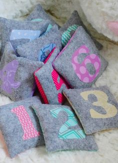 Learn to count all the numbers with this cute counting bags you can make with this kids.