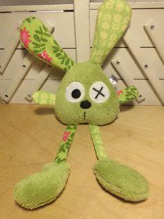 Doudou lapin grandes pattes - vert tulipes et feuilles : Jeux, peluches, doudous par melomelie