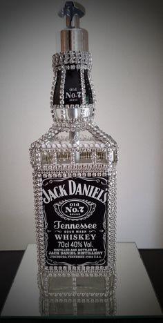 Jack Daniels home made soap dispenser Bedazzled Liquor Bottles, Decorated Liquor Bottles, Glitter Wine Bottles, Bling Bottles, Alcohol Bottles, Alcohol Bottle Decorations, Liquor Bottle Crafts, Diy Bottle, Bottle Art