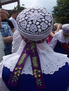 Region of Kujawy, Poland: details of the back of a married woman's bonnet. Folk Costume, Costumes, Polish Embroidery, Folk Clothing, Arte Popular, Married Woman, My Heritage, Headgear, Folklore