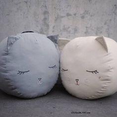 Boramiri kitten pouf cushion