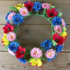 Wianek - kwiaty z bibuły Polish Folk Art, Diy And Crafts, Paper Crafts, Pusheen, Paper Flowers, Flower Power, Origami, Floral Wreath, Colours
