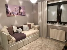 Bedroom Inspiration Cozy, Cute Bedroom Ideas, Room Ideas Bedroom, Small Room Bedroom, Ikea Daybed, Daybed Room, Guest Bedroom Office, Bedroom Decor For Teen Girls, Chill Room