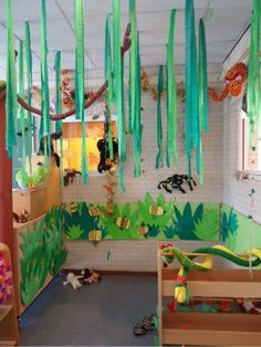 jungle local nice strings as class decorations Safari Jungle, Jungle Party, Safari Theme, Jungle Theme, Decoration Creche, Class Decoration, Rumble In The Jungle, Welcome To The Jungle, Rainforest Theme