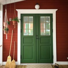Cabin Paint Colors, Exterior Paint Colors For House, House Colors, Big Doors, Front Door Colors, Modern Door, Red Barns, House Painting, Interior Inspiration