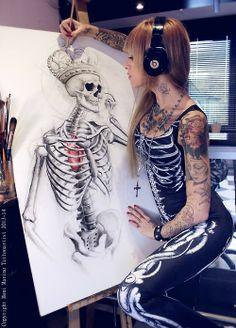 Beautiful skull drawing with alternative girl Tattoo Girls, Girl Tattoos, Woman Tattoos, Sexy Tattoos, Small Tattoos, Skeleton Bodysuit, Tattoo L, Goth Tattoo, Sketch Tattoo