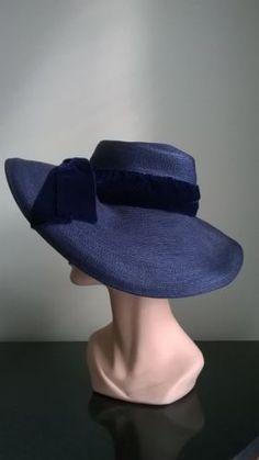 1930s-Vintage-LADIES-NAVY-WIDE-BRIM-HAT-VELVET-BOW-BAND-FASHION-MODELS-ESTATE on ebay
