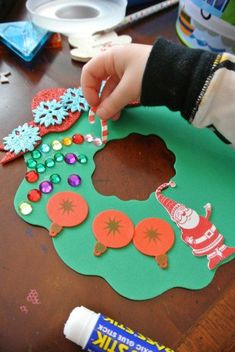 Homemade Wreath - Children's Christmas Craft | The Jenny Evolution