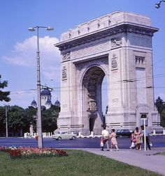 Below pictures were taken by an foreigner tourist which visited Romania and also few countries in Eastern Europe in and . Romanian People, Visit Romania, Triomphe, Interesting Reads, Eastern Europe, Bulgaria, Brooklyn Bridge, Louvre, Club