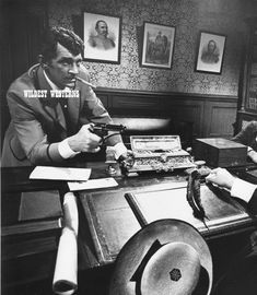 Rare DEAN MARTIN holding pistol GUN photo WESTERN Cowboy Dean Martin, Martin King, Classic Hollywood, Old Hollywood, Jerry Lewis, Mr Wonderful, Western Cowboy, Cool Cats, Comedians