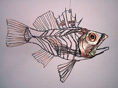 Thomas Hill wire sculpture - Scorpion Fish Sculpture Metal, Fish Sculpture, Wire Sculptures, Chicken Wire Sculpture, Sculpture Projects, Art Projects, Art Fil, Wire Drawing, Fish Design