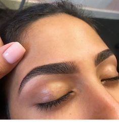 Girl I wish my natural eyebrows was this full. Girl I wish my natural eyebrows was this full. Big Eyebrows, Eyebrows Goals, Plucking Eyebrows, Arched Eyebrows, Thick Brows, Natural Eyebrows, Eyebrows On Fleek, Eyebrows Sketch, Dip Brow
