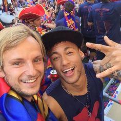 """4fabregastasticxavi6:  IG Ivan Rakitic:""""Come oooooon King   @neymarjr"""""""