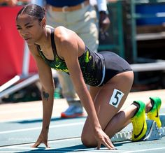 Deajah Stevens, Oregon Duck sprinter announces going pro today. Here she is looking down here 200 meter lane at the 2017 Usatf Outdoor Champs. She won the 200 meters national championship. Athletic Models, Athletic Girls, Oregon Track And Field, Track Pictures, Pretty Black Girls, Athletic Events, Girls In Panties, Sport Body, Sports