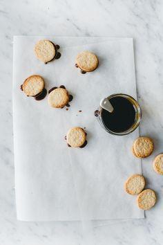 delta-breezes: Sandwich Cookies w/Whiskey Maple Caramel | Renee Kemps