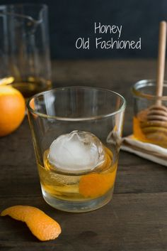 Honey Old Fashioned - A sweet twist on the classic bourbon cocktail. | foxeslovelemons.com: