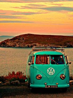 All I have ever wanted was a Volkswagen hippie van to decorate and take around the world. Not only is it one of my dream cars- but it is also a dream of mine to own! Volkswagen Bus, Volkswagen Transporter, Vw T1, Wolkswagen Van, Van Vw, Camper Van, Vw California Beach, Vw Beach, Vw Bugs