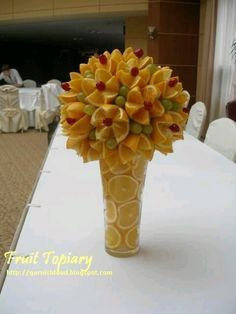 Fruit Carving Arrangements and Food Garnishes: Fruit and Vegetable Topiary - Obst Edible Fruit Arrangements, Fruit Centerpieces, Flower Arrangements, Floral Arrangement, Fruit Party, Snacks Für Party, Fruit Display Wedding, Fruits Decoration, Deco Fruit