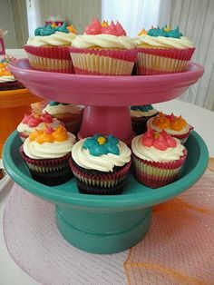 Again, no plants used, but this is another cute use of tera cotta pots!  Painted terra cotta pots as cupcake stands