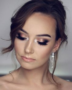 Makijaż ślubny z dzisiejszego LIVE ?❤️ Podkła - Wedding Makeup For Fair Skin Wedding Makeup Blue, Bridal Hair And Makeup, Wedding Hair And Makeup, Bridal Smokey Eye Makeup, Bridal Makeup For Brunettes, Blue Dress Makeup, Blue Makeup, Glitter Makeup, Bridal Make Up