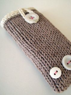 forty percent fringe : sixty percent face: phone case knitting pattern