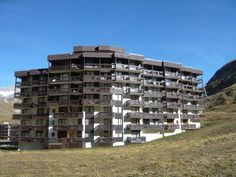 Apartment Tignes 4835 Tignes Apartment Tignes 4835 is an apartment located in Tignes, 200 metres from Tufs Ski Lift. Guests benefit from balcony.  The unit fitted with a kitchenette with a dishwasher and microwave. A flat-screen TV is offered.