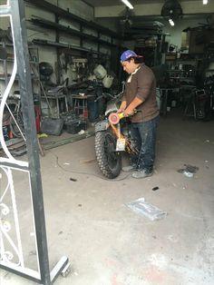 Leo ayudándome en el proyecto Honda Cb 400, Outdoor Power Equipment, Garden Tools