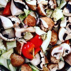#Lunch #mittag #gesund #healthy #lowcarb #gesundessen #essen #suppe #soup #gemüsesuppe #Kohl #paprika #champignons #gesundleben #gesundeernährung #healthylife #healthylifestyle #healthychoices #healthyeating #contrast #kontrast #colourful #farben #farbenfroh #dasaugeisstmit by minski1986