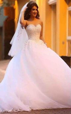 Gorgeous White Ball Gown Beaded Wedding Dress Vestido De Noiva Sweetheart Low Back Sleeveless Dreaming Bridal Gown High Quality