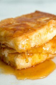 Fried Feta with Honey Is the Sweetest Breakfast - Breakfast and Brunch - Greek Recipes Sweet Breakfast, Breakfast Dishes, Breakfast Time, Breakfast Recipes, Feta, Brunch Recipes, Appetizer Recipes, Appetizers, Most Popular Recipes
