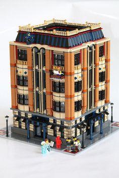 """fabbbbbricks-old: """" Lego MOC: Apple Square University (by RedCoKid) """" Lego Modular, Lego Design, Modular Design, Legos, Lego Lego, Lego Batman, Casa Lego, Lego Village, Amazing Lego Creations"""