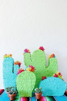 Enamorada de esas piñatas con forma de cactus.