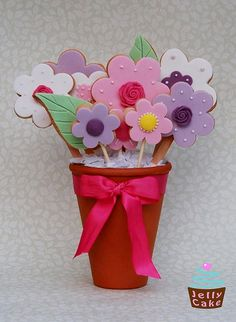 Another flower cookie bouquet. Cute.