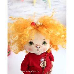 На улице серо и холодно, но не у меня дома! А все потому, что у меня появилась вот такая яркая девчонка!☀️☀️☀️ #куклысахаройнатальи #матрешка  Малышка в резерве.