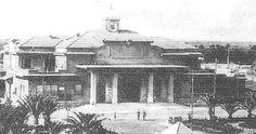 """La Stazione """"Lido di Ostia"""" fu costruita a partire dal 1920, il 10 dicembre infatti ci fu la posa della prima pietra nel sito della futura stazione ad opera di Re Vittorio Emanuele III.  La stazione era stata progettata da Marcello Piacentini e pensata per essere la gemella di quella ancora presente a Porta San Paolo."""