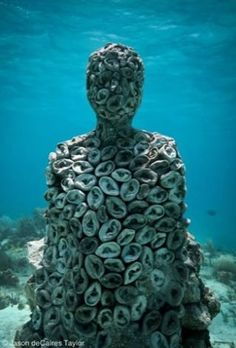 Cancun Underwater Museum is a series of sculptures by Jason deCaires Taylor placed underwater off the coast of Isla de Mujeres and Cancún, Mexico. Underwater Sculpture, Underwater Art, Sculpture Art, Jason Decaires Taylor, Human Ear, Museum, Gif Animé, Environmental Art, Under The Sea