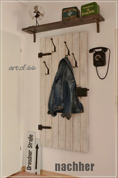 nun h ngt es an der wand alte bretter und metall upcycling art by felix bretter pinterest. Black Bedroom Furniture Sets. Home Design Ideas