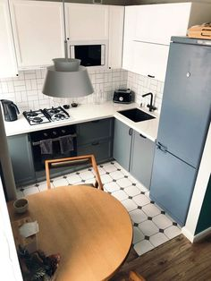 best small kitchen design ideas for your tiny space 23 Small Apartment Interior, Small Apartment Kitchen, Home Decor Kitchen, Interior Design Kitchen, Home Kitchens, Small Kitchens, Home Interior, Diy Kitchen Storage, Minimalist Kitchen