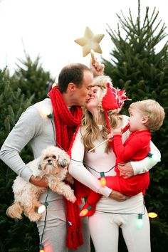 Family Christmas photos. I love this. I really like that the parents are kissing and are as adorable together a when they took. Engagement pictures! Kids should know their parents love each other!