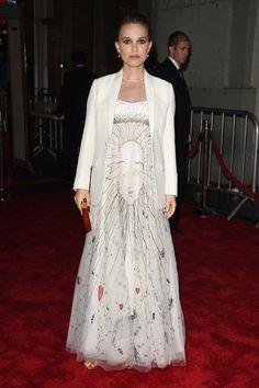 Natalie Portman in Dior Natalie Portman Style, Estilo Natalie Portman, Daily Fashion, Star Fashion, Fashion Show, Womens Fashion, Cara Delevingne, Celebrity Outfits, Celebrity Style