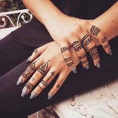 """hennashantalla: """"Si quieres algo sencillo para tus manos existen miles de diseños y combinaciones de anillos para henna o jagua  Recuerda que los anillos están a 2x1 permanentemente  HENNA..."""