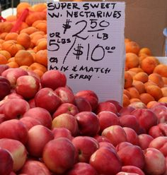 Peaches and apricots, a sure sign summer has arrived. At the San Rafael Farmers' Market - #sanrafaelcalifornia, #marincounty