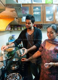Virat Kohli with his mother | Veethi