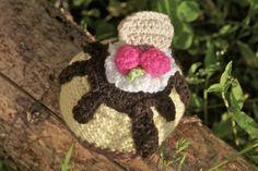 DIY crochet vanilla cake