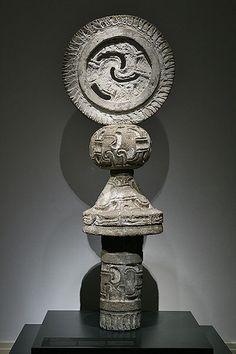 Teotihuacan, La Ventilla Período clásico, fase Tlamimilolpa tardía, 250 - 350 d.C. Piedra y estuco 215 x 77 x 55 cm Museo National de Antropología, México, D.F.  Probablemente una marcación de un campo ritual para juego de pelota