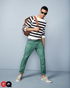 One of the coolest ways for a man to style a white and black horizontal striped crew-neck sweater is to combine it with mint chinos in a casual outfit. All you need is a pair of beige canvas low top sneakers to complete your look. Casual Chique, Style Casual, Men Casual, Cheap Summer Outfits, Fall Outfits, Casual Outfits, Summer Clothes, Look Fashion, Mens Fashion
