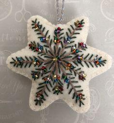 Christmas Sewing, Handmade Christmas, Christmas Crafts, Etsy Christmas, Christmas Fabric, Felt Christmas Decorations, Felt Christmas Ornaments, Diy Ornaments, Beaded Ornaments