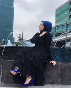 Image may contain: 1 person, shoes, hat and outdoor Abaya Fashion, Muslim Fashion, Fashion Outfits, Casual Hijab Outfit, Hijab Chic, Girl Hijab, Girls Dp, Beautiful Hijab, Muslim Women
