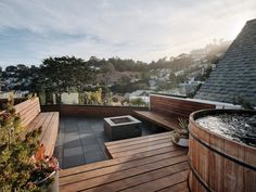 The roof garden of Valley Street house in San Francisco. Pool Bad, Pool Pool, House Extension Design, Glass Extension, San Francisco Design, San Francisco Houses, Deck Pergola, Jacuzzi, Pool Indoor
