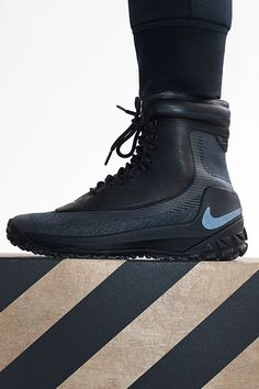 Get the go-to boot for winter adventures — the waterproof Nike Zoom Kynsi Jacquard. Rain boots for dudes lol Sneakers Fashion, Shoes Sneakers, Winter Sneakers, Adidas Shoes, Nike Boots, Site Nike, Hot Shoes, Sneaker Boots, Waterproof Boots